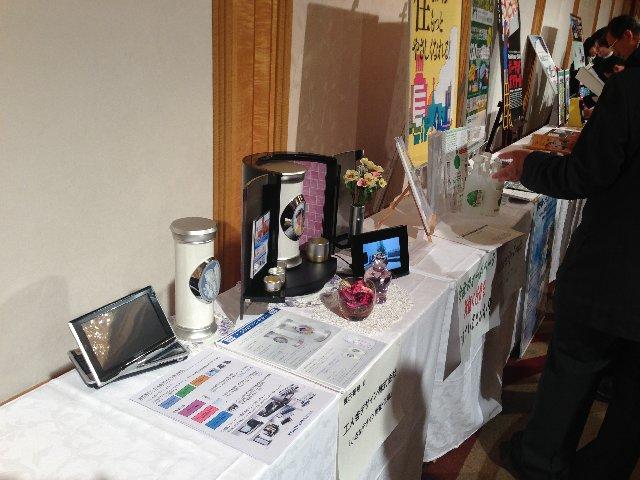 小さなデザイン骨壺と小さなデザイン仏壇を展示会に出展しました